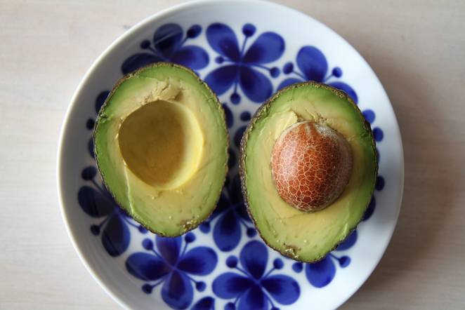 avocado_in_blue_dish.jpg.662x0_q70_crop-scale