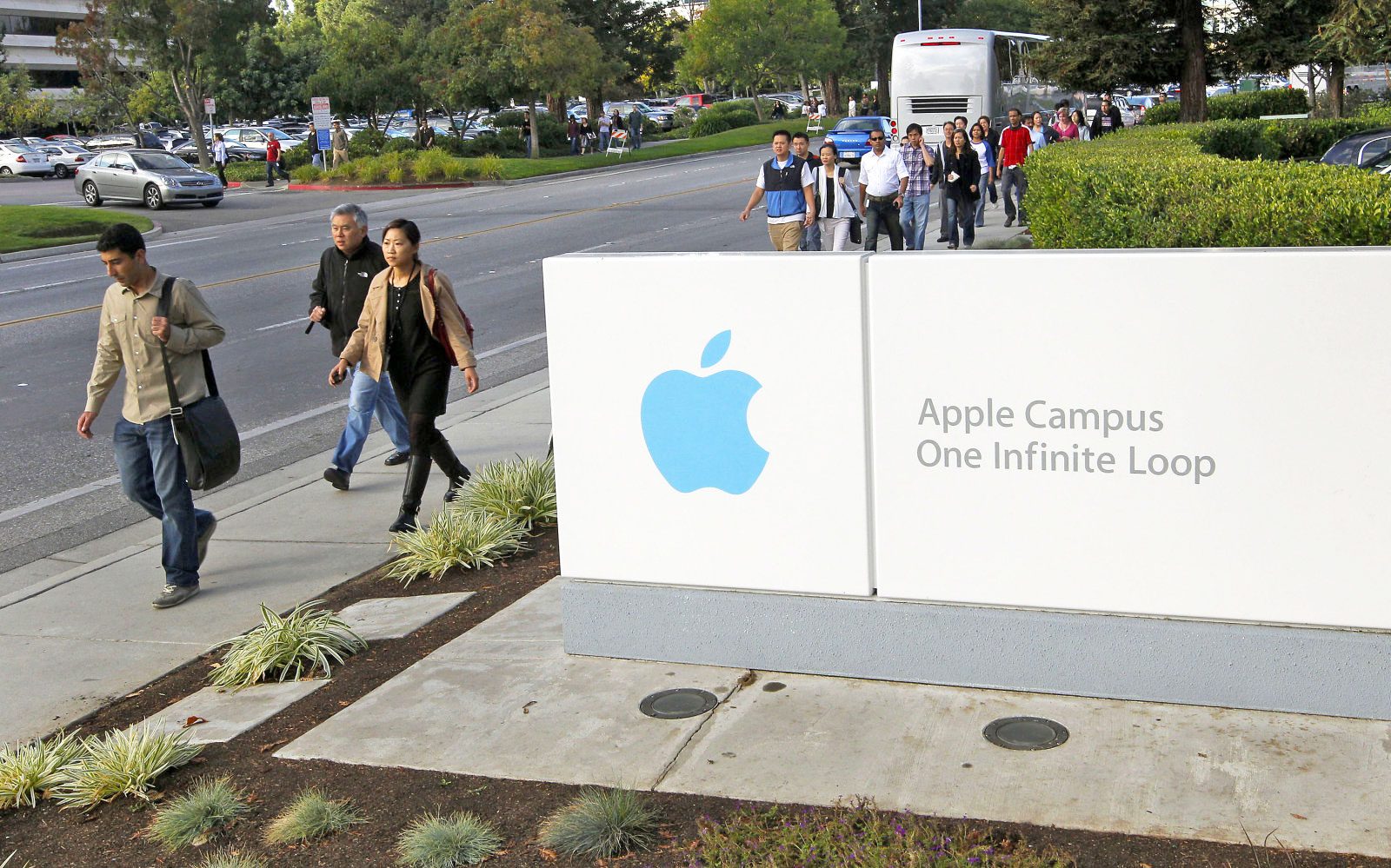 apple technical environment Corporate social responsibility (csr) and sustainability data for apple inc, computers & peripherals and usa environment 51 employees 59 community 51 governance 56.